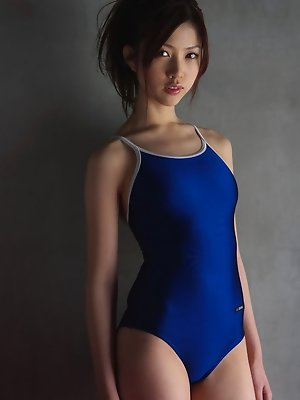 Gentle Azusa Togashi teases us with her body in hot swim suit