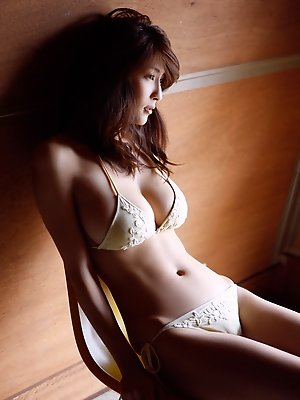 Asana Mamoru Asian has such big knockers and such sexy tummy