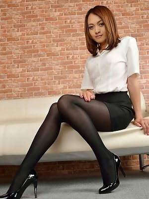 Ravishing Rina Itoh poses in sexy high heels and hot short skirt