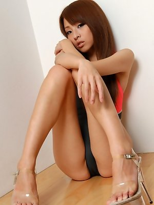 Beautiful gravure idol shows off her sexy long legs in swim suit