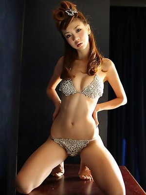 Glamorous gravure idol chick steams and sizzles in her lingerie